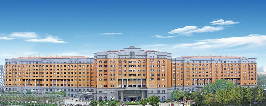 烟台毓璜顶医院30万平方米的一体化、现代化、人性化的医疗大楼