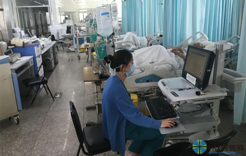 在ICU病区,为了便于移动同时节省空间的一体机应用。