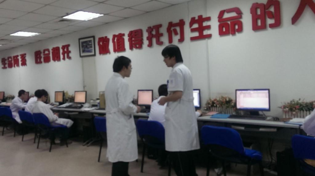 盛京医院某病区医生工作站,这家通过了HIMSS7级的医院力求无纸化办公。