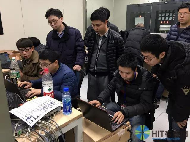 忙碌中的重庆妇保院信息科工程师