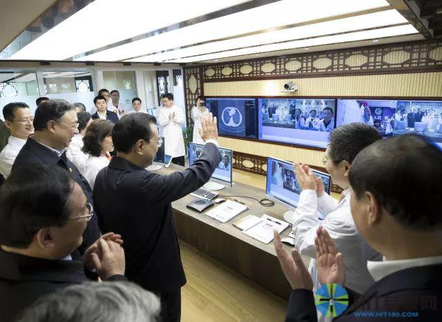 李克强总理在华山医院通过远程视频系统问候患者