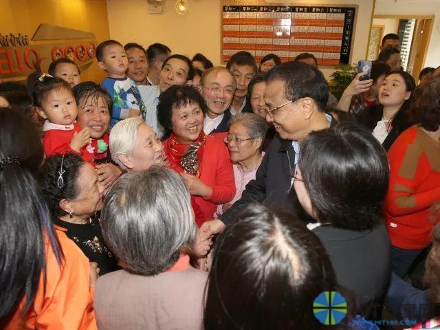 李克强总理视察上海市徐汇区社区居家养老